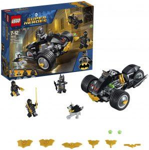 Sets de LEGO del Batmóvil - Batmobile - Juguete de construcción de LEGO de Batman de DC del Batmobile 76110 El ataque de los Talons en la moto de Batman